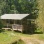 Glamping locatie safaritent Lodge Nature in de Midi-Pyrenees - Occitanië, Ariege, Frankrijk : buitenkant