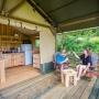 Lloguer glàmping tenda Safari Woodlodge a Migdia-Pirineus- Occitània, Arieja: terrassa
