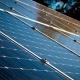 Càmping ecològic productor d'electricitat gràcies als panells fotovoltaics a Occitània