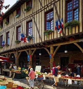 Mirepoix stad van kunst en geschiedenis in Midi-Pyrenees, Frankrijk