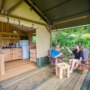 Location glamping tente Safari Woodlodge en Midi-Pyrénées - Occitanie, Ariège : terrasse