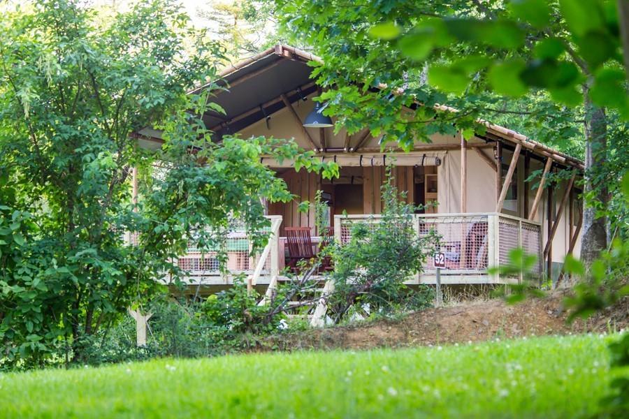 Location glamping tente Safari Woodlodge en Midi-Pyrénées - Occitanie, Ariège : extérieur