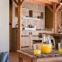 Glamping zelt lodge vermietung okavango premium frankreich midi pyrenees okzitanien ariege fruhstuck